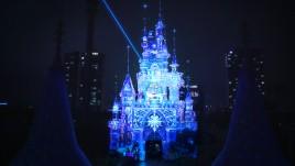 韩国乐天世界主题乐园,上演炫酷城堡投影秀