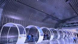 广州白云机场首推体验空间,鸿合光影时空隧道上演梦幻『穿越』