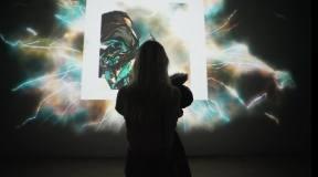 在光影交织中,感受交互艺术的独特魅力!