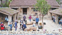 山东沂南县打造沉浸式小院:以红嫂故事为主线,观众可随机流动观看,参与演出互动
